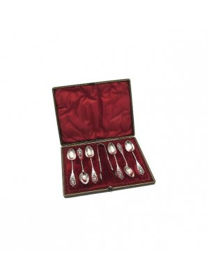 Vintage cased set of six silver plated teaspoons and a pair of sugar tongs CLT750