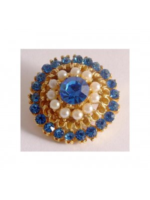Ladies vintage brooch in a gold coloured metal - blue rhinestone and faux pearl design 12448