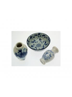 Three pieces of blue and white pottery - oriental design - CLT470