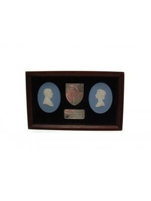 Wedgwood jasper QE II Silver Jubilee plaques with solid silver ingot and shield CLT628